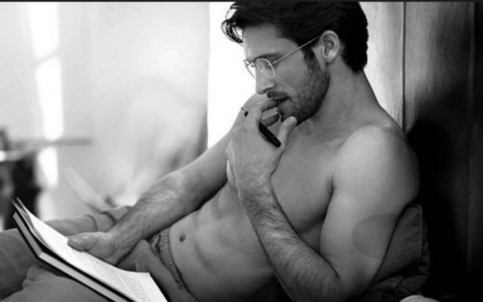 Estudios científicos indican que si lees, eres más atractivo