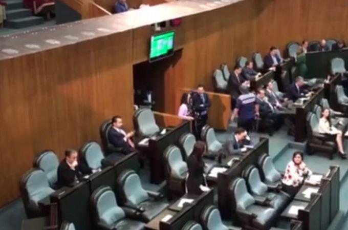 Video capta votos 'fantasma' de diputados del PRI y PAN en el pleno de NL