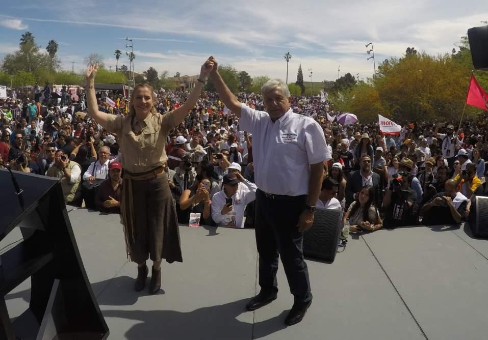 Roban credenciales de elector en mítines, acusa AMLO