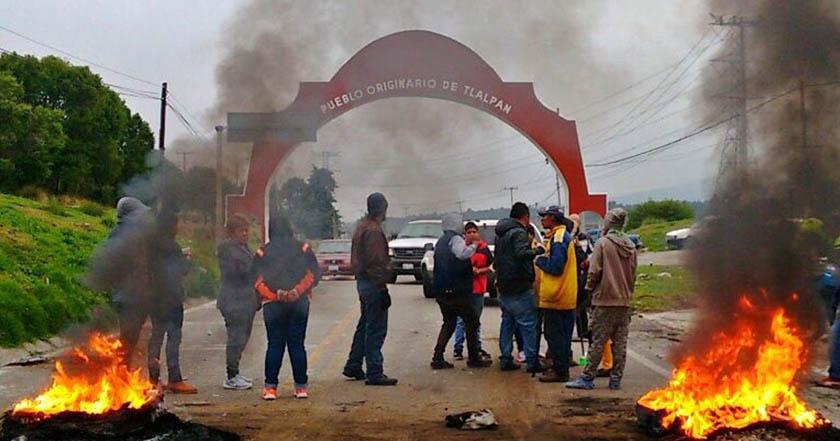 Bloquean la México-Cuernavaca por mujer y su hijo atropellados por autobús