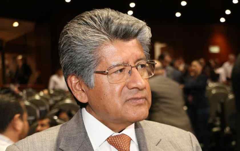 Renuncia coordinador de diputados del PRD y se une con AMLO