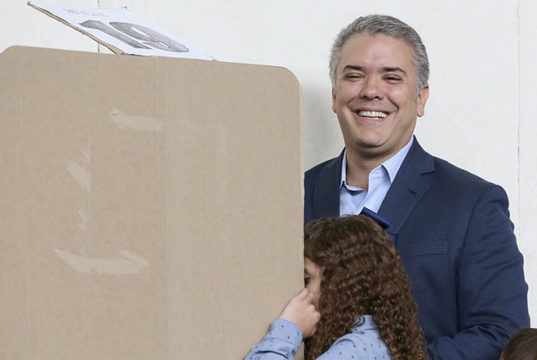 Derechista Iván Duque obtiene victoria en elecciones presidenciales de Colombia