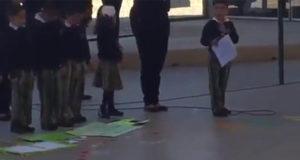 Niño pequeño pide a papás votar por AMLO en evento de primaria (Video)
