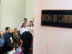 Empresarios toman oficinas de Yunes en protesta por adeudos