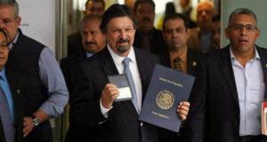 Napoleón Gómez Urrutia reaparece en Senado tras 12 años de exilio forzoso