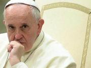 Papa Francisco se reunirá en Irlanda con víctimas de curas pederastas; crece tensión en la Iglesia
