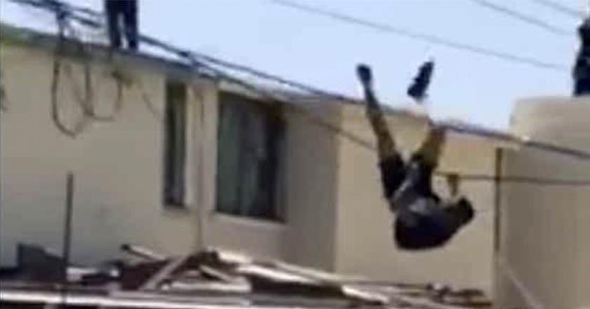 Presunto ladrón huye de la Policía colgado de los cables eléctricos (Video)