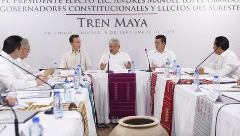 AMLO en reunión gobernadores tren maya
