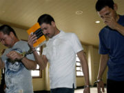 Malasia perdona pena de muerte a 3 mexicanos; les dará cadena perpetua