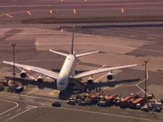 Vuelo de Dubai a NY en cuarentena por súbita enfermedad de pasajeros