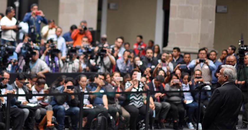 AMLO critica que medios publiquen rumores sobre su salud y no avances en leyes de austeridad