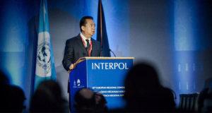 Dimite presidente de la Interpol; 'violó la ley', dice China, pero no se sabe qué hizo