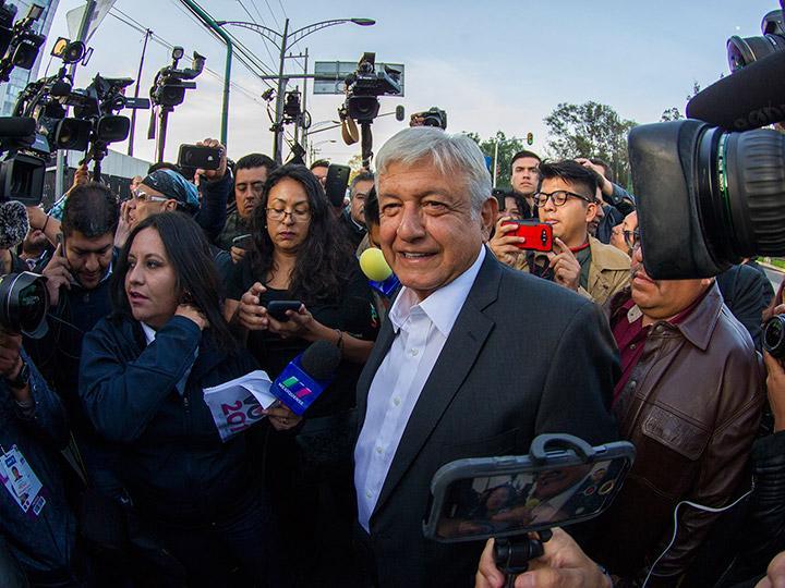 Pagar más por sembrar maíz que amapola, plantea López Obrador