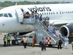AICM_ Desalojan avión de Volaris por artefacto sospechoso en el baño