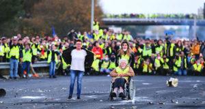 Cientos de miles en Francia protestan contra gasolinazo; un muerto, 227 heridos y 117 detenidos 02