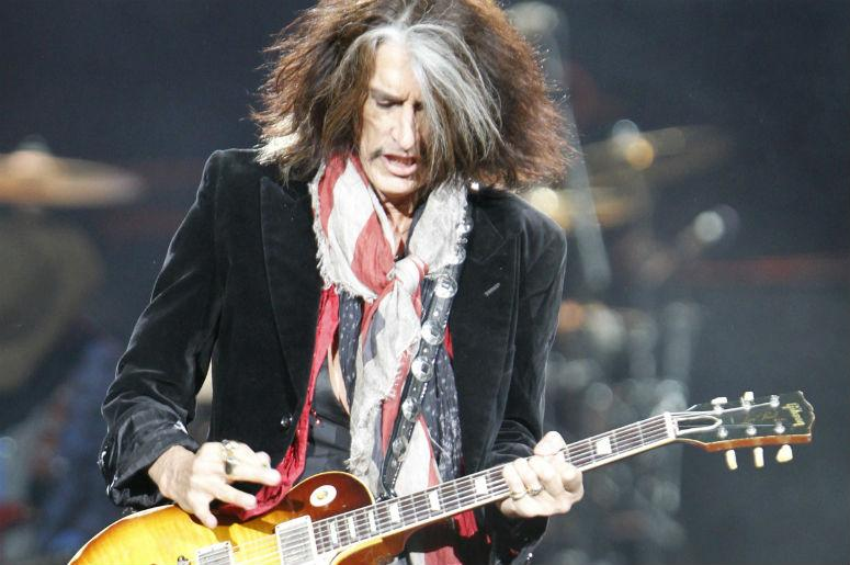 Hospitalizan de urgencia a Joe Perry, guitarrista de Aerosmith