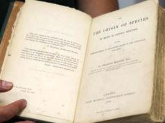 Subastan 1a edición del Origen de las Especies, rompe récord en México