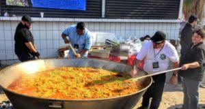 Chefs internacionales dan banquete navideño a migrantes en Tijuana