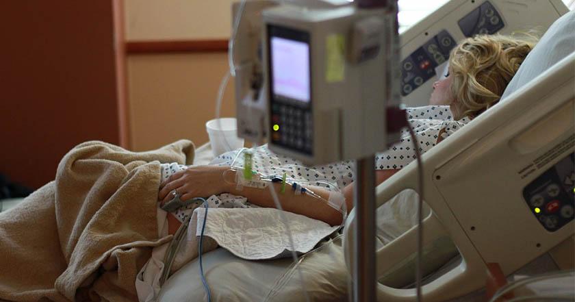 Mujer con 10 años en coma dio a luz en hospital; se investiga violación