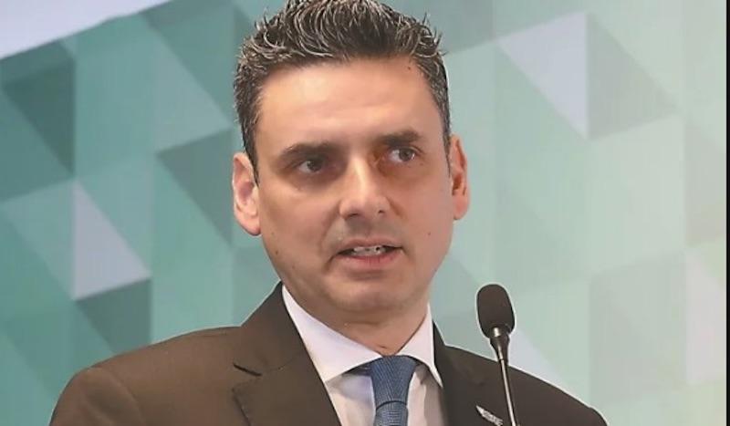 No hay persecución política contra titular de la CRE, dice AMLO