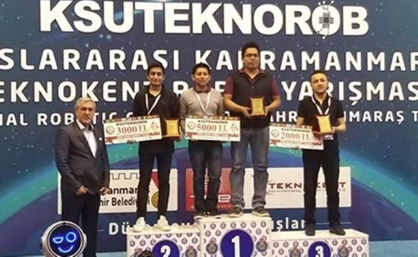 Jóvenes mexicanos hacen el 1-2-3 en torneo de robótica en Turquía
