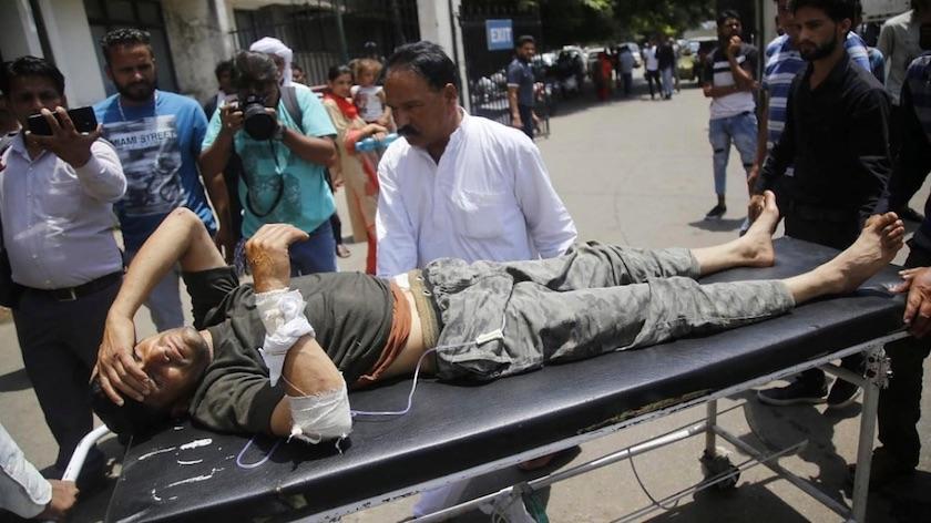 Autobús cae por desfiladero en Cachemira, mueren 35 personas