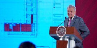 AMLO muestra los planos del departamento en Palacio Nacional