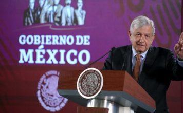 AMLO sugiere a Morena realizar encuesta para elección interna