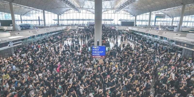 Protesta masiva en aeropuertos, cancela todo los vuelos