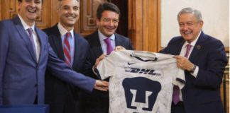 AMLO con ejecutivos de DHL, México