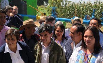 Atenco recibe títulos de agua