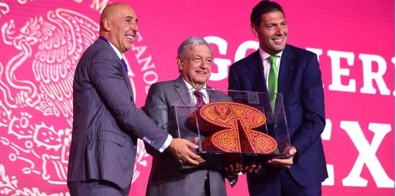 Banorte entrega reconocimiento a AMLO Presidente México