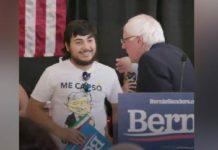 Camiseta de AMLO en acto de Bernie Sanders