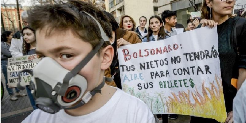 Bolsonaro ocasiona protestas en todo el mundo por incendio en Amazonas