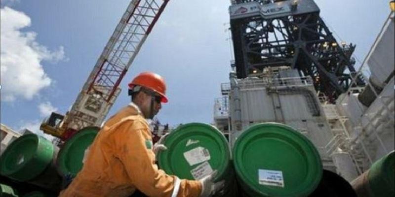 Pemex frena caída en producción, exportaciones al alza