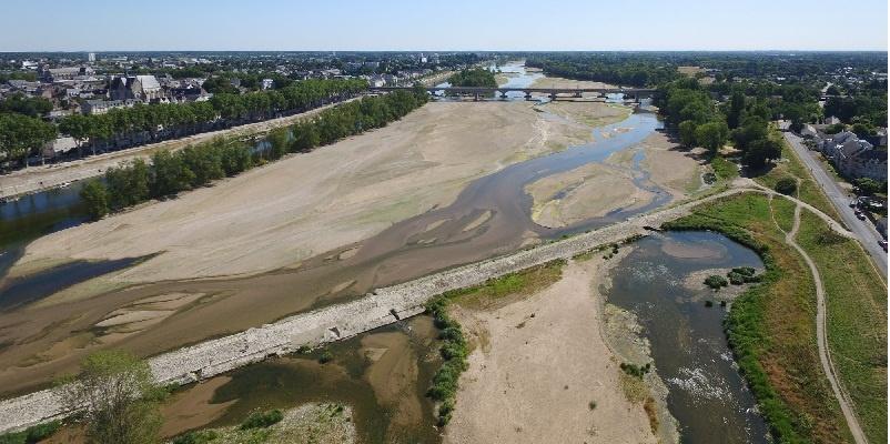Francia, sequía, rio vació