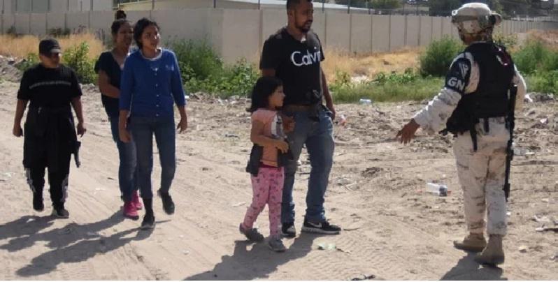 Migrantes detenidos en EU