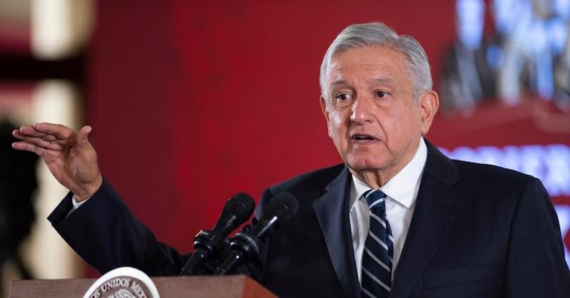 No subirá la gasolina ni por alza del petróleo, confirma López Obrador