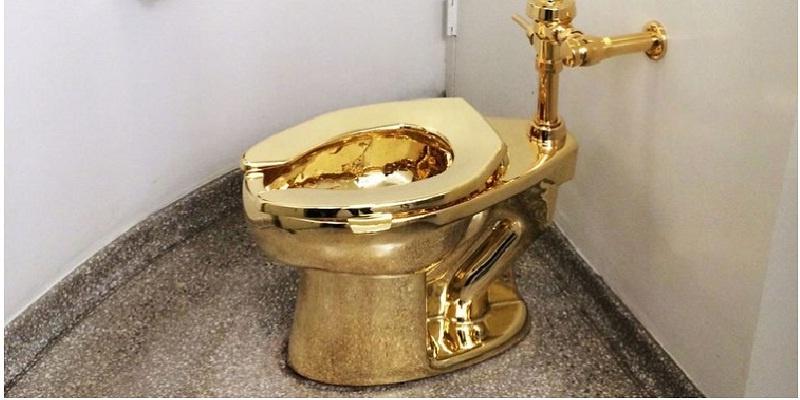 excusado de oro robado
