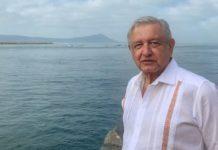 AMLO envía abrazo fraterno a Marcelo Ebrard por muerte de su padre