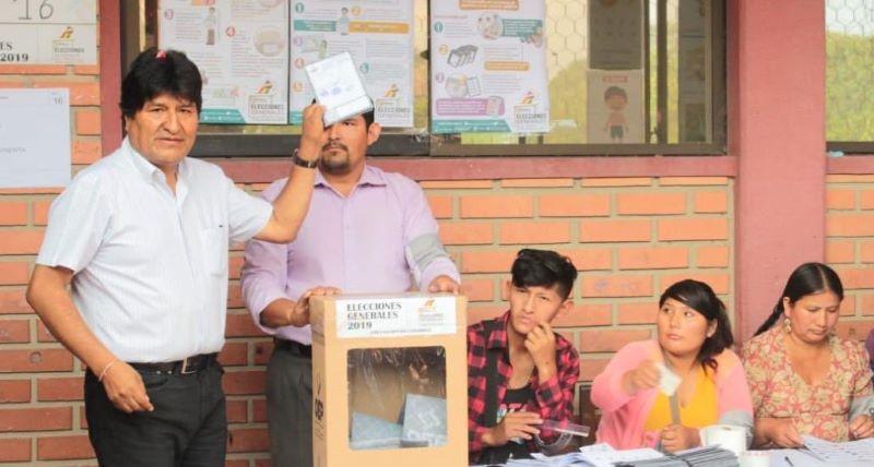 Evo Morales busca cuarto periodo, bolivianos salen a votar
