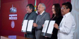AMLO firma la convocatoria para la Consulta del Tren Maya