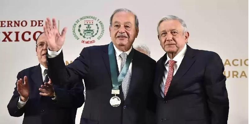 AMLO entrega a Slim premio nacional