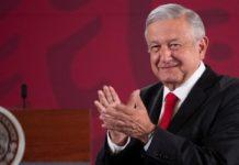 AMLO: público celebra sus políticas de austeridad