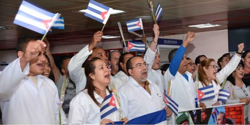 Evo Morales a Cuba / Foto recepción en Cuba de brigadas médicas en Bolivia