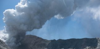 Nueva Zelanda, estalla volcán