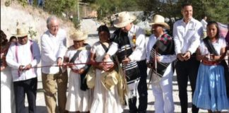 La gente está gobernando en México, AMLO inaugura camino en Oaxaca