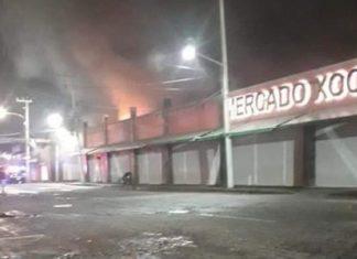 12 locales afectados por incendio en el Mercado de las Flores, Xoch