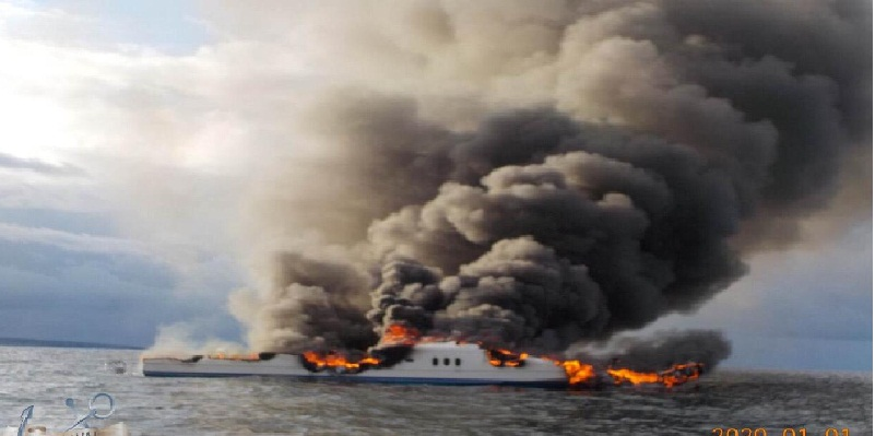 Marina rescata a 12 de incendio de yate Don Pepe