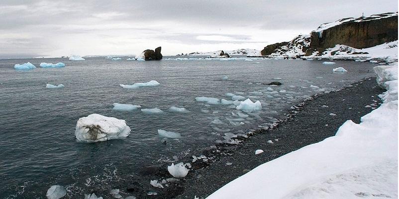 Antártida: ONU/Eskinder Debebe Vista aérea de glaciares derritiéndose en la Isla Rey Jorge,
